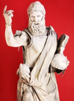 16061.Living Statue