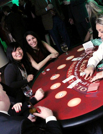 boston_party_entertainment_casino_black_jack_with_dealer1