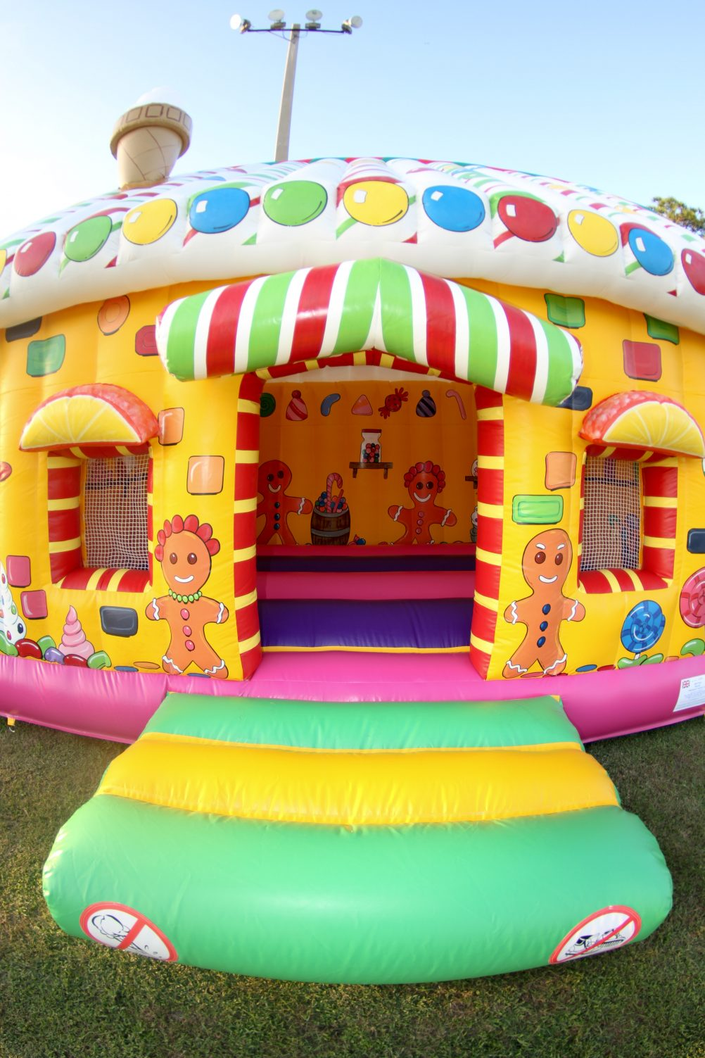 boston_party_entertainment_inflatables_Gingerbread House Crazy Cottage_1